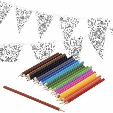 Hobby knutsel papieren vlaggenlijn om te kleuren m incl. potloden