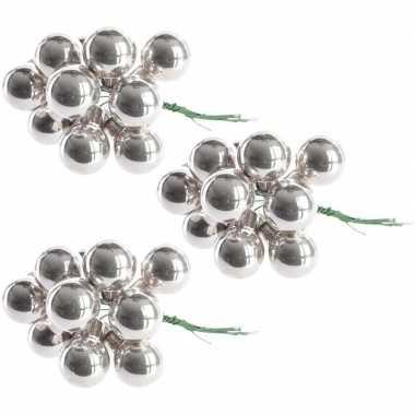 Hobby x zilveren mini kerstballen kerststukje stekers glans
